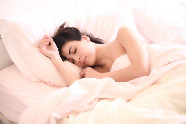 Dormire nudi fa bene alla salute?